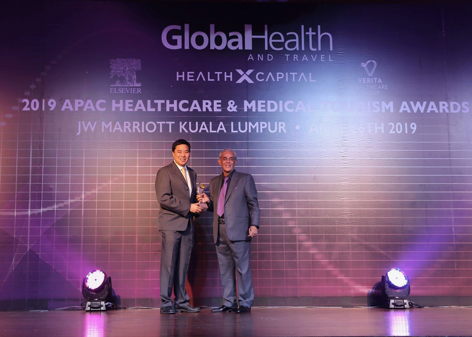 OMNI Hospitals Group Menerima Penghargaan Orthopaedic Service Provider of the Year Awards 2019